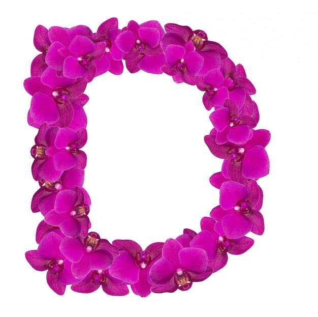 Lettre d faite de pétales de fleurs roses