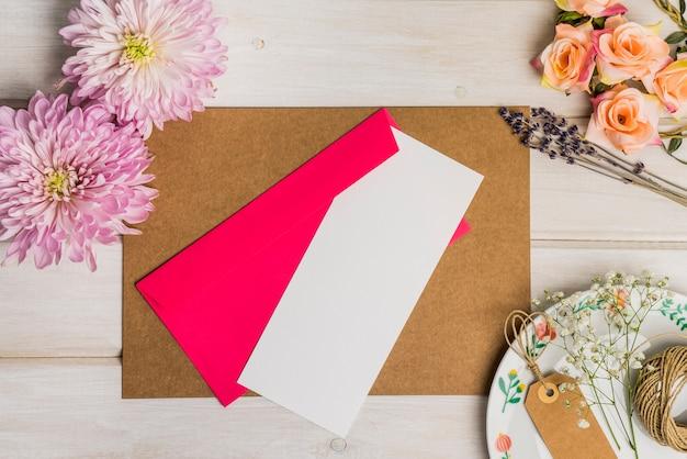 Lettre sur la feuille de carton