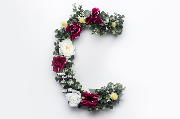 Lettre de fleur c monogramme floral photo gratuit