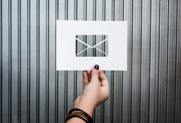Lettre papier perforée de communication réseau par email