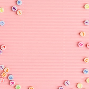 Lettre perles frontière espace texte papier peint rose