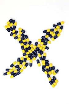 La lettre x alphabet faite de capsules médicales