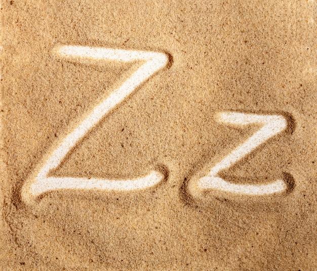 Lettre z alphabet manuscrit anglais dans le sable