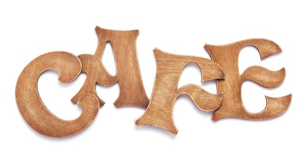 Lettres de café en bois isolés sur fond blanc