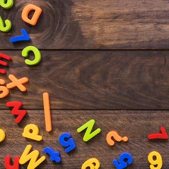 Lettres et chiffres colorés