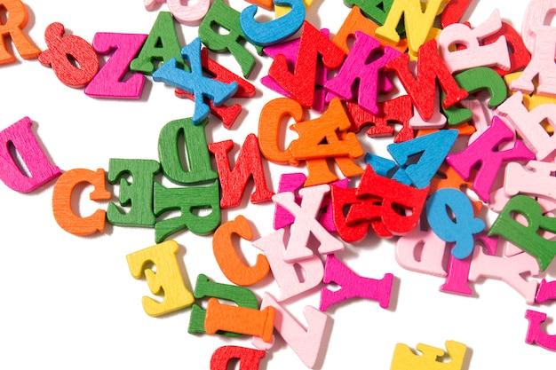 Lettres colorées en bois