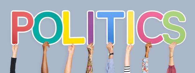 Lettres colorées formant le mot politique