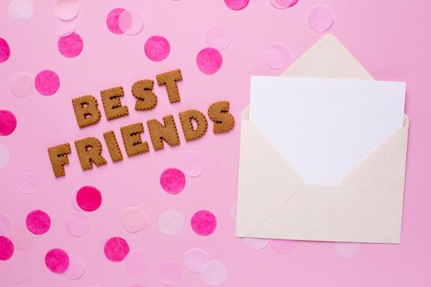 Lettres cookies meilleurs amis avec carte et confettis rose