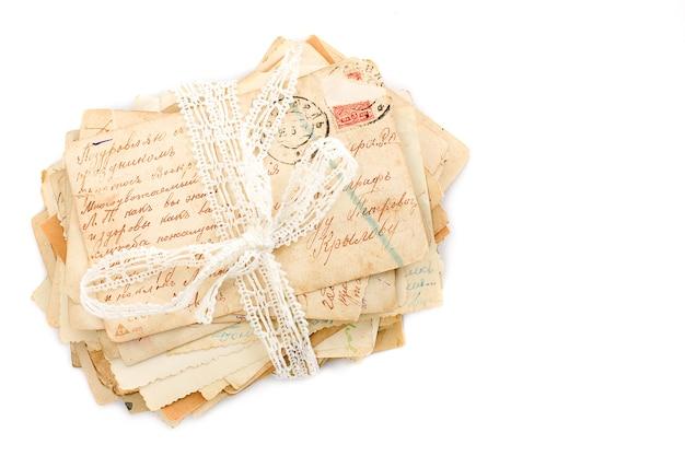 Lettres sur fond blanc