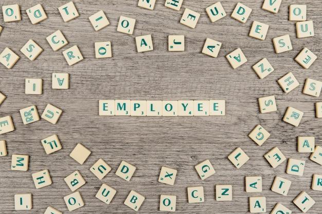 Lettres formant employé