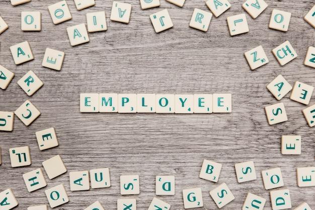Lettres formant le mot employé