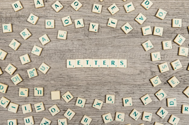 Lettres formant le mot lettres