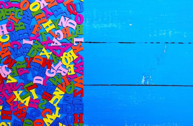 Lettres multicolores de l'alphabet anglais