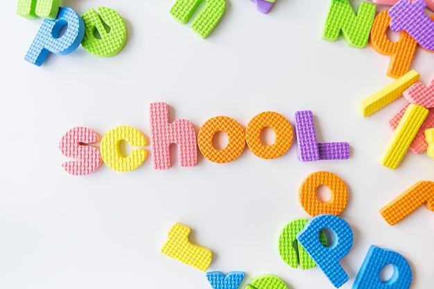 Lettres pour l'étude des enfants à la maternelle et inscription à l'école