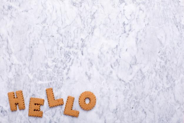 Lettres tasy cookies bonjour sur marbre