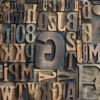 Lettres typographiques imprimantes en bois