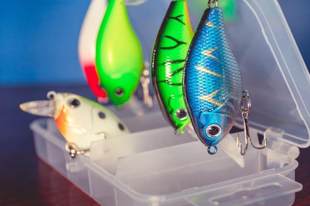 Leurres de pêche dans une boîte