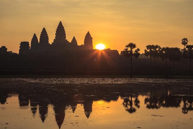 Le lever du soleil à angkor wat