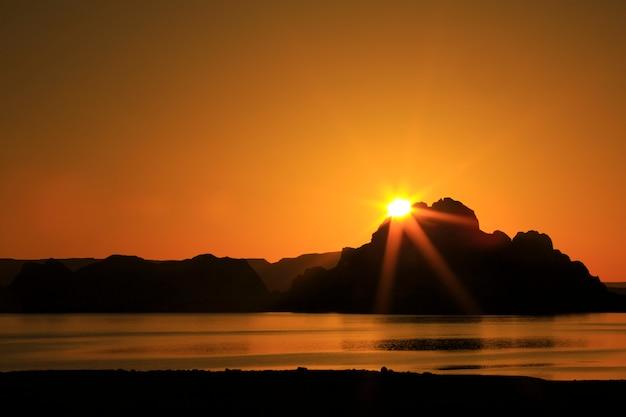 Lever du soleil au lac powell en utah