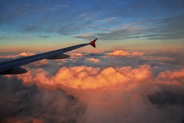 Lever du soleil dans le ciel du brésil