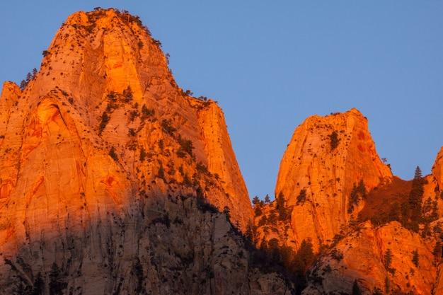 Lever du soleil dans les montagnes de sion