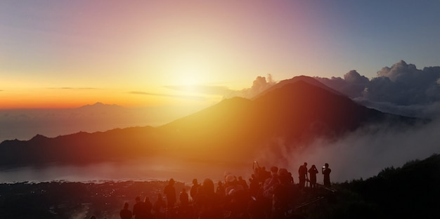 Lever du soleil sur la montagne batur, bali
