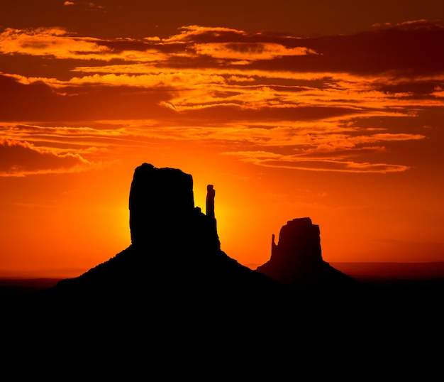 Lever du soleil à monument valley west et east mittens butte
