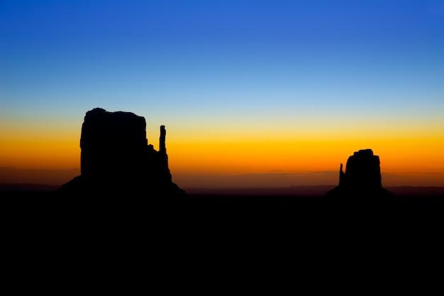Lever du soleil à monument valley west et east mittens butte