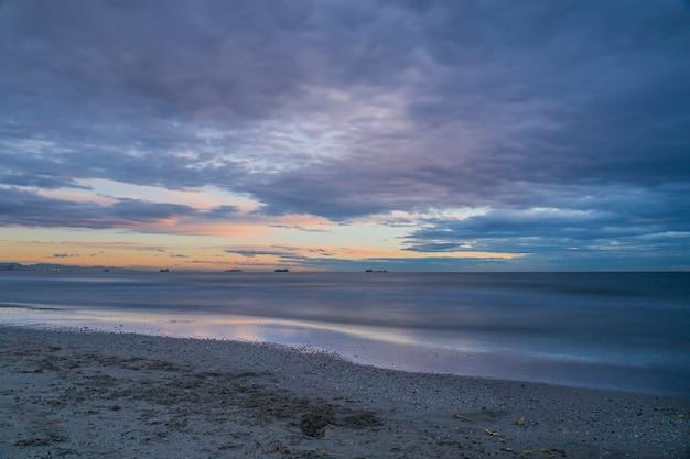 Lever du soleil sur la plage de saler, photographie longue exposition