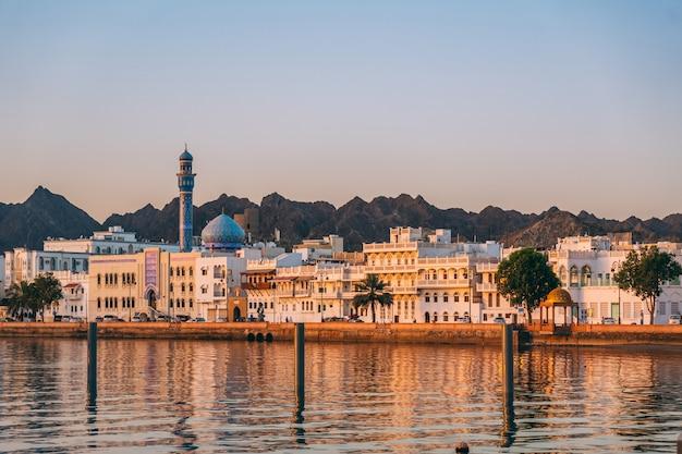 Lever de soleil à mascate en oman