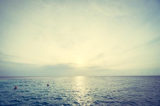 Lever de soleil sur mer