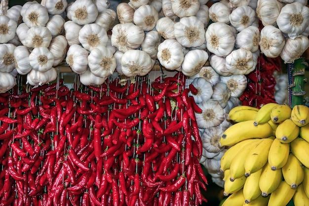 Libre d'un étal de fruits et légumes au marché couvert de funchal