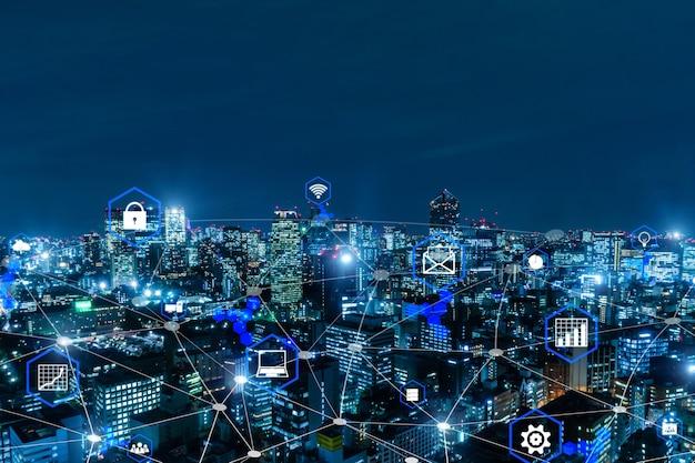 Lien média mondial se connectant sur fond de ville de nuit