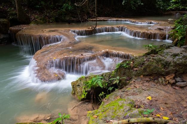 Lieu célèbre en thaïlande (chute d'eau d'arawan)