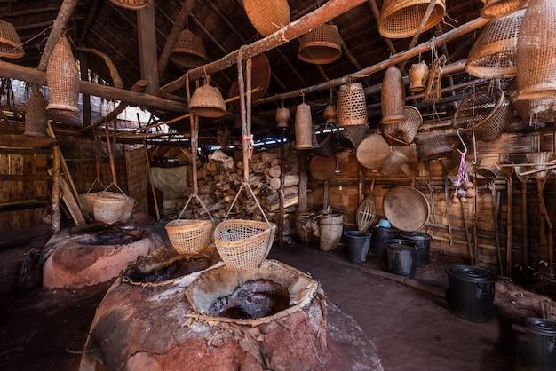Lieu et matériel utilisés dans la production ancient rack salt, en thaïlande