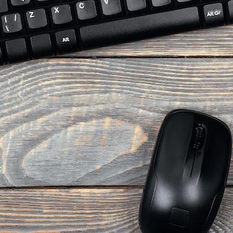 Lieu de travail avec clavier et souris
