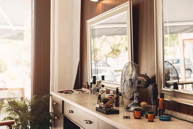 Lieu de travail du coiffeur dans le salon de coiffure