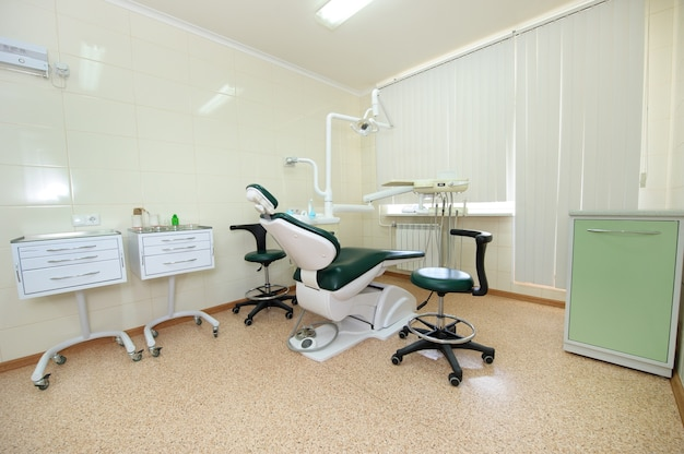Lieu de travail du dentiste dans le cabinet dentaire, accessoires.