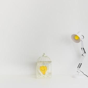 Lieu de travail minimaliste avec idée en cage