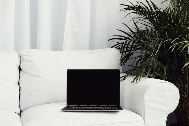 Lieu de travail avec ordinateur portable