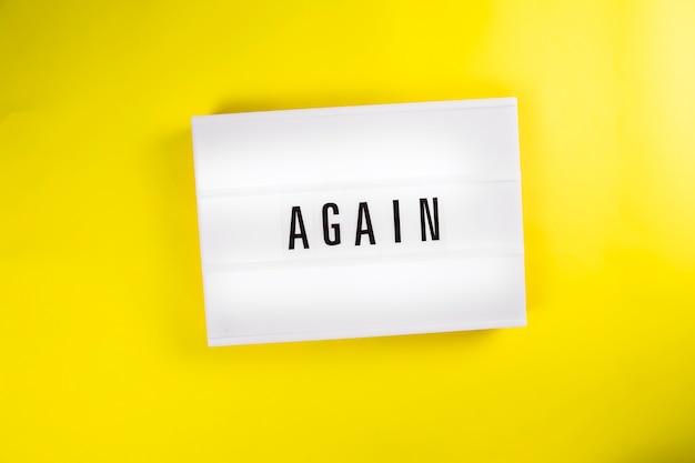 Lightbox avec message texte à nouveau isolé sur fond jaune