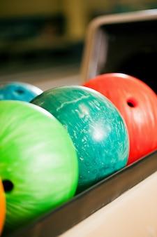 Ligne de boules de bowling