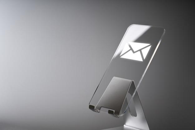 En ligne contactez-nous icône application sur smartphone