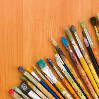 Ligne de crayon sale vue de dessus