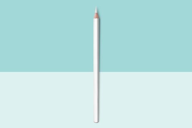 Ligne de crayons de couleur bleu clair pastel