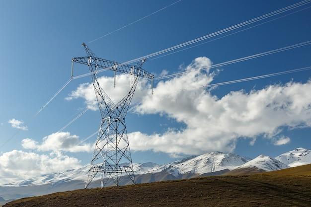 Ligne électrique dans les montagnes
