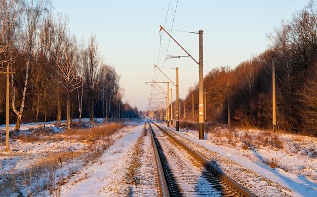 Ligne ferroviaire électrifiée à voie unique en ukraine