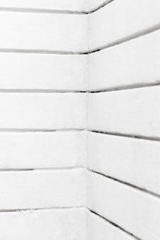 Lignes blanches horizontales des murs d'angle