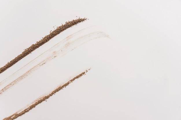 Lignes de miettes de chocolat