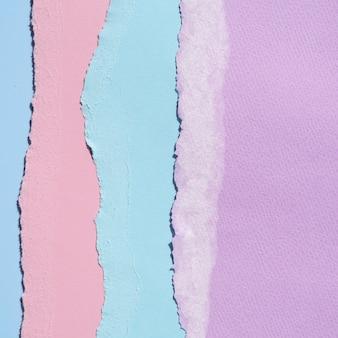 Lignes de papier abstraites verticales déchirées
